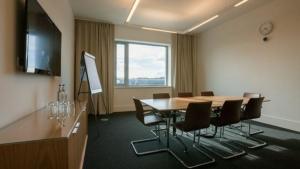 6-seminar-room